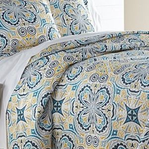 Other - Brand new Full/ Queen Quilt set
